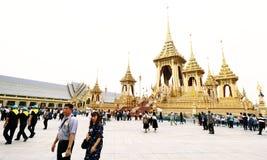 Visita dos povos tailandeses no crematório real da exposição fúnebre imagem de stock
