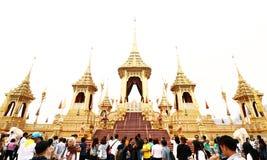 Visita dos povos tailandeses no crematório real da exposição fúnebre fotografia de stock royalty free