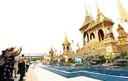 Visita dos povos tailandeses no crematório real da exposição fúnebre imagens de stock royalty free
