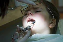 Visita en el dentista imágenes de archivo libres de regalías