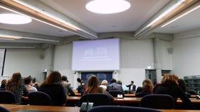 Visita francesa do presidente Emmanuel Macron no Tribunal Europeu de Direitos Humanos em Strasbourg, França filme