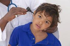 Visita medica - giovane ragazzo immagini stock
