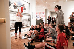 Visita Portland Art Museum degli studenti Immagine Stock