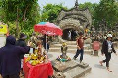 Visita Sala Kaew Ku Sculpture Park dos povos em Nong Khai, Tailândia imagens de stock royalty free