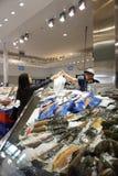 Visita Sydney Fish Market de los turistas Fotos de archivo libres de regalías