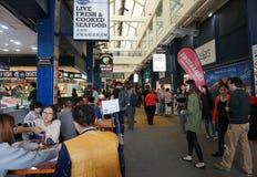 Visita Sydney Fish Market de los turistas Imagen de archivo