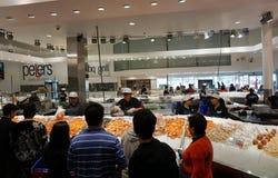 Visita Sydney Fish Market de los turistas Fotografía de archivo