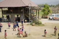 Visita tailandese dello studente e giro educativo al museo etnico di Tai Dam Fotografie Stock