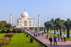 Visita Taj Mahal della gente a Agra, Immagine Stock