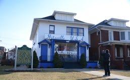 Visitante del museo de Detroit Motown Fotos de archivo