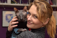 Visitante no ` dos gatos da república do ` do museu Fotos de Stock
