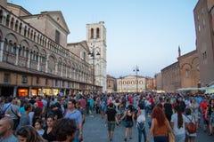 Visitantes al festival 2015 de los Buskers en Ferrara Foto de archivo