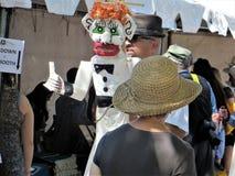 Visitantes ao mercado espanhol, Santa Fe, New mexico foto de stock
