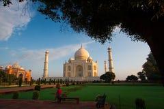 Visitantes da manhã a Taj Mahal Fotografia de Stock