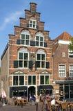 Visitantes de la terraza para la casa vieja de Arminius en Oudewater Imagen de archivo
