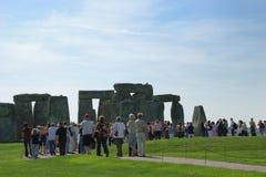 Visitantes de Stonehenge Imagen de archivo libre de regalías