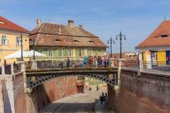 Visitantes del puente de las mentiras en Sibiu Imágenes de archivo libres de regalías