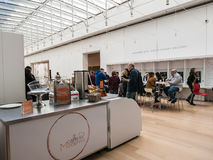 Visitantes em Caffe Moderno, Art Institute de Chicago foto de stock