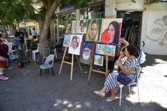 Visitantes em Nachalat Binyamin Pedestrian Mall em Tel Aviv, Israe foto de stock