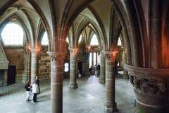Visitantes en el pasillo de la abadía del ` s de San Miguel Fotografía de archivo libre de regalías