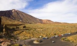 Visitantes en el volcán de Teide Imagen de archivo libre de regalías