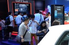 Visitantes en la demostración electrónica Shangai del consumidor Imagen de archivo