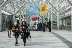Visitantes en Rho-Milano Fiera en Milan Italy Imágenes de archivo libres de regalías