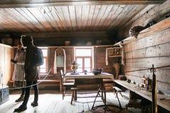 Visitantes a la choza vieja Fotografía de archivo libre de regalías
