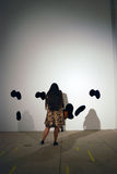 Visitantes na 6a Moscou Bienal da arte contemporânea Foto de Stock Royalty Free