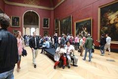 Visitantes no museu do Louvre, o 3 de maio de 2013 na paridade Foto de Stock