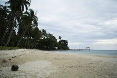 Visitantes que esperan de la playa hermosa para Fotos de archivo