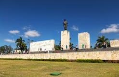 Visitantes turísticos de Santa Clara Ernesto Che Guevara Memorial Mausoleum imagen de archivo libre de regalías