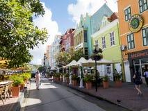 Visitar una isla colorida, Curaçao Foto de archivo