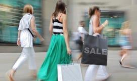 Visite as lojas na cidade foto de stock royalty free