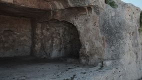 Visite as ruínas do teatro grego vídeos de arquivo