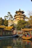 Visite barcos perto do palácio de verão, Bejijng, China imagem de stock royalty free