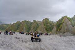 Visite d'entraînement à quatre roues à la montagne Pinatubo Photographie stock