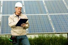 Visite d'inspection à la centrale électrique solaire Photo stock