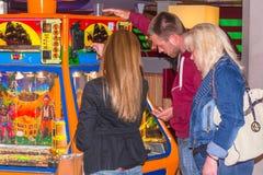 Visite d'un casino dans la station balnéaire Renesse photographie stock libre de droits