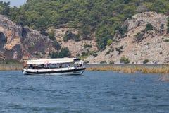 Visite de bateau dans Dalyan Photo libre de droits
