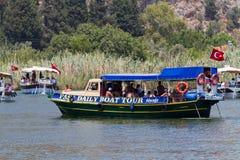 Visite de bateau dans Dalyan Images stock