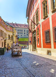 Visite de chariot de cheval de Cracovie (Cracovie) - Pologne Photographie stock libre de droits