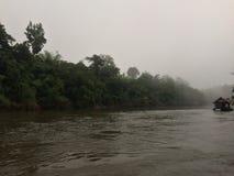 Visite de radeau et de bateau à la cascade Sai Yok Kanchanaburi Thailand images stock
