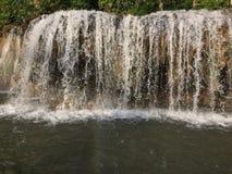 Visite de radeau et de bateau à la cascade Sai Yok Kanchanaburi Thailand image stock