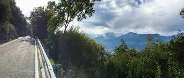 Visite de vélo à travers l'Italie Arco image libre de droits