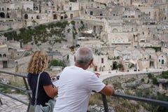 Visite du Sassi de Matera photographie stock