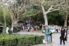 Visite guidée à pied de touristes Images libres de droits