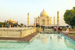 Visite Taj Mahal de personnes à Âgrâ, Inde Images libres de droits