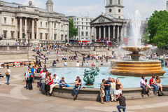 Visite Trafalgar Square de touristes devant le National Gallery Photos libres de droits