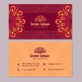 Visitekaartje en adreskaartje met het element dat van het mandalaontwerp wordt geplaatst Stock Foto's